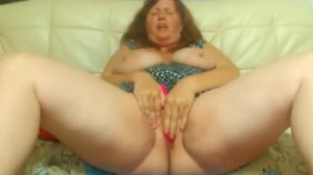Homemade masturbation video starring a horny MILF